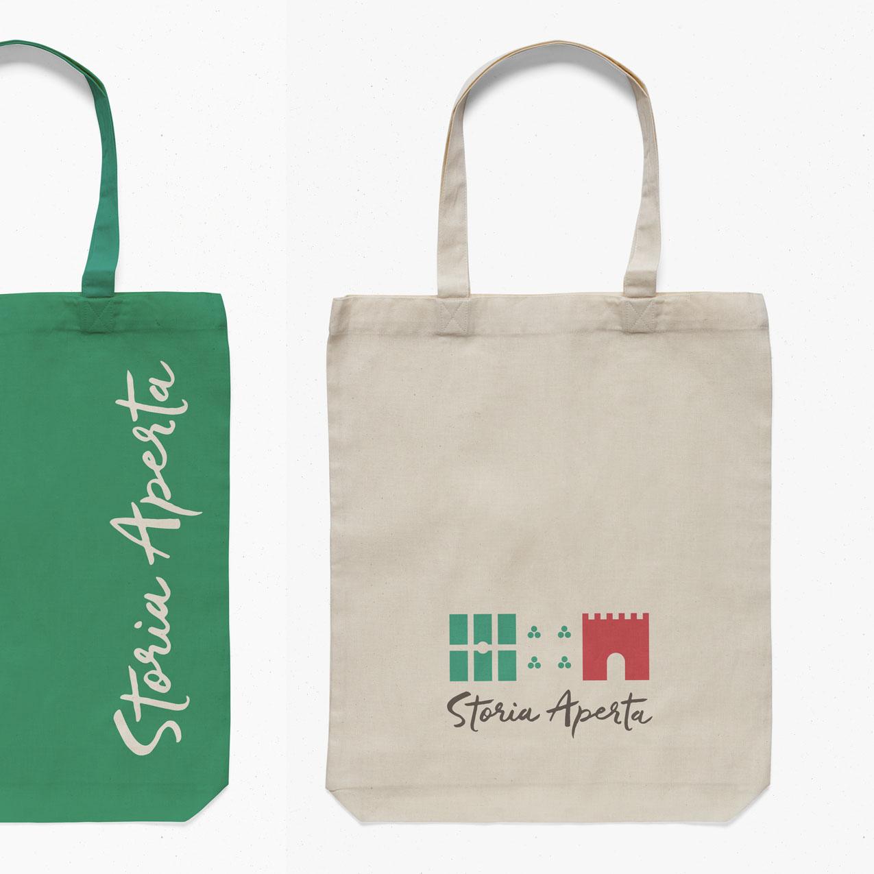 Storia Aperta Tote Bags